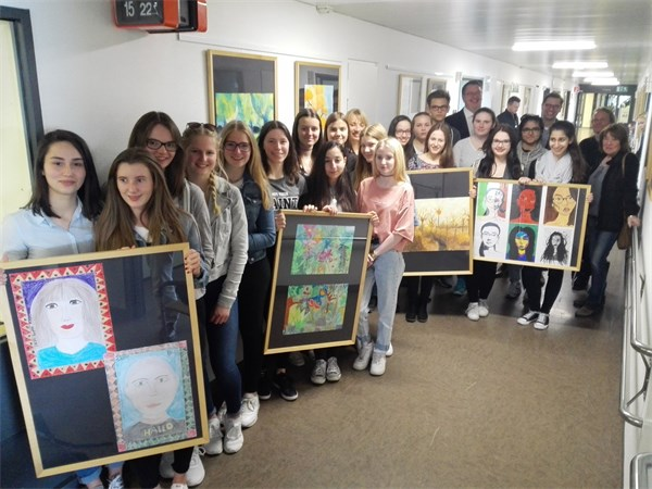Gruppenbild Schulzentrum Ostheim Vernissage Station 5A
